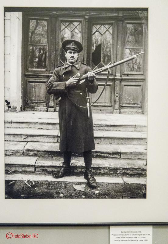 poza alb negru gardina inchisoare arma mannlicher 1893 Acsinte.100