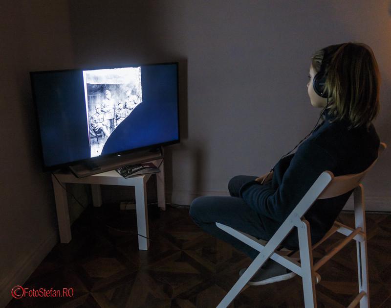 poza copil televizor plasma acsinte.100 expozitie foto