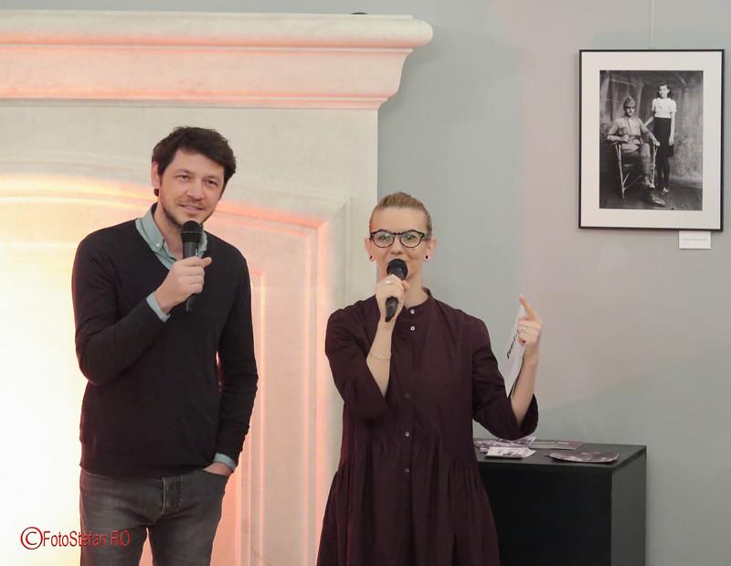 Oana Răsuceanu vernisaja expozitie foto Acsinte 100
