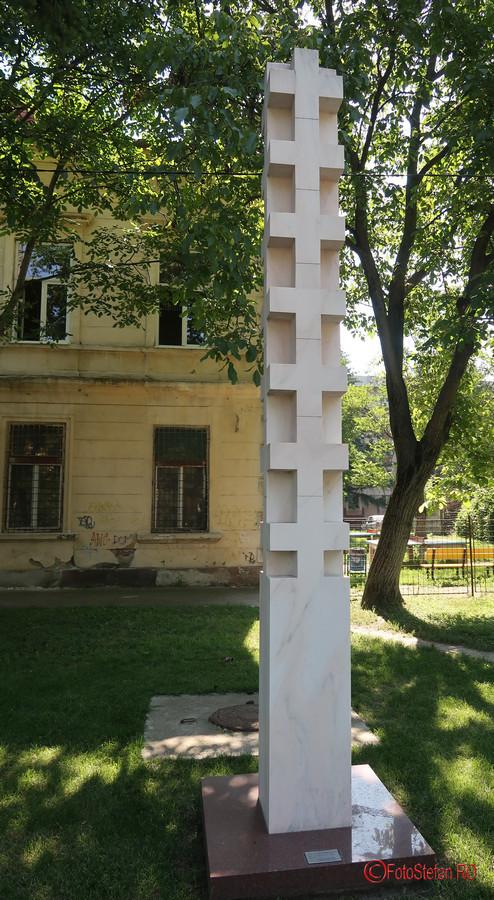poza coloana victimelor revolutiei decembrie 1989 timisoara muzeul Memorialul Revolutiei