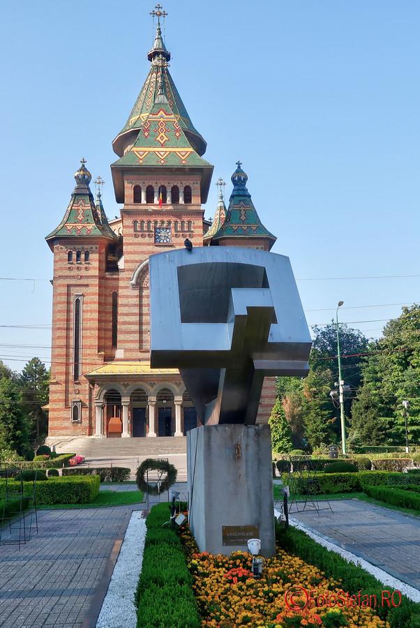 fotografie monument crucificare Traseul Revolutiei Timisoara decembrie 1989