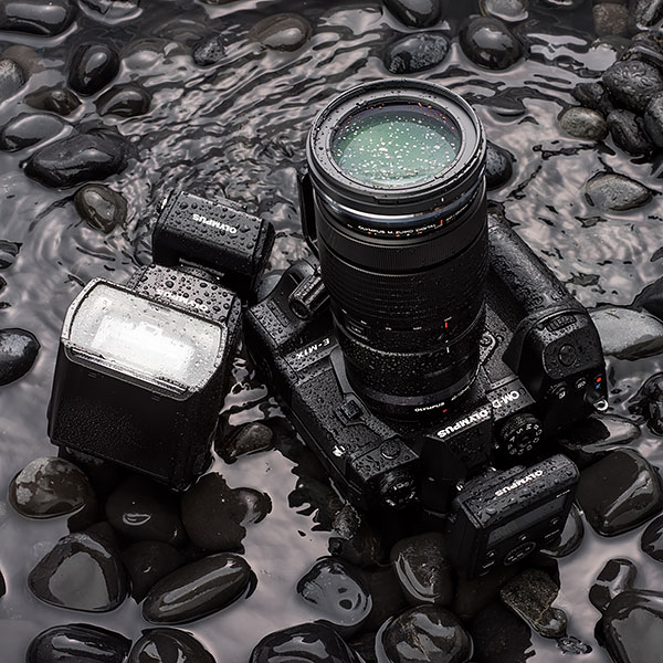 Olympus FL-700WR aparat foto mirrorless olympus e-m1x rezistent apa praf