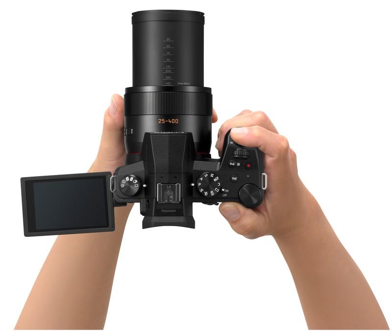 Panasonic Lumix FZ1000 II poza maini fotograf aparat foto bridge