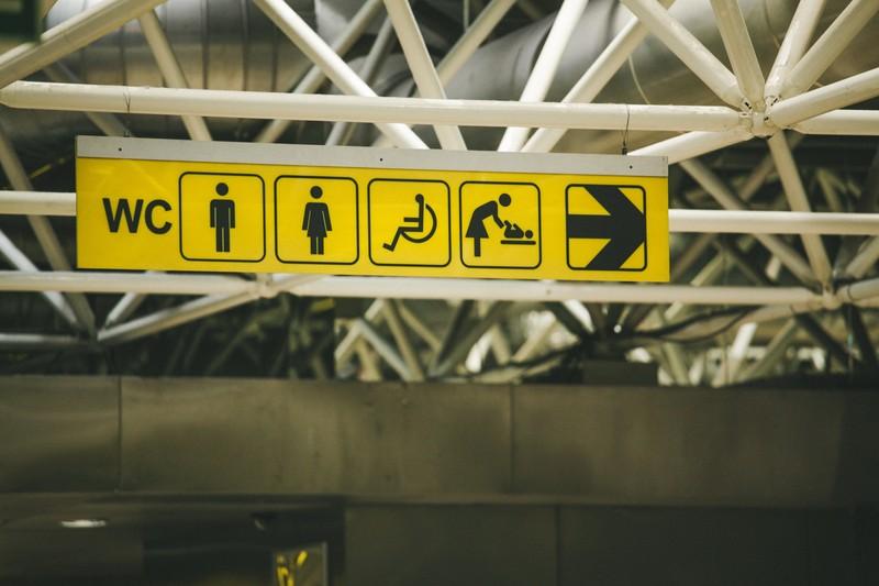 semn toaleta publica wc fotografie