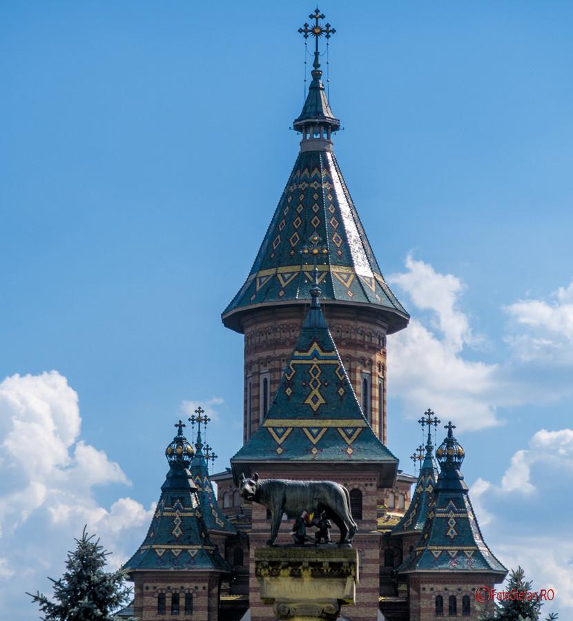 poza statuie lupoaica cu pui timisoara catedrala ortodoxa