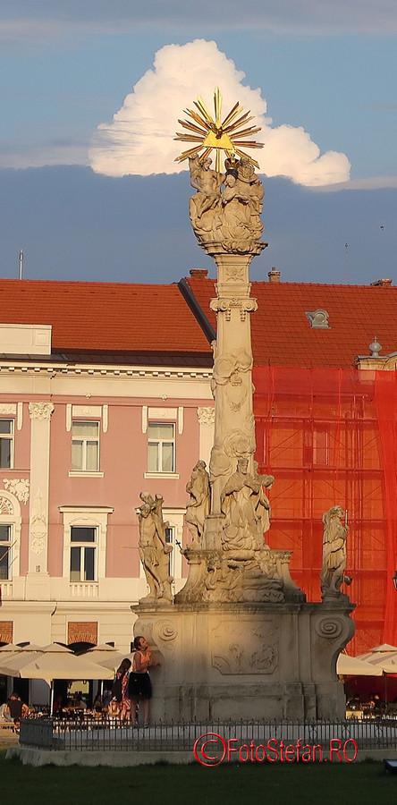 poza statuie sf.treime piata unirii timisoara romania