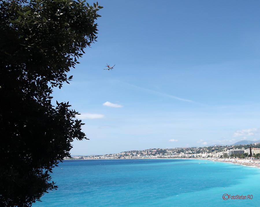 poza avion plaja nisa coasta de azur franta