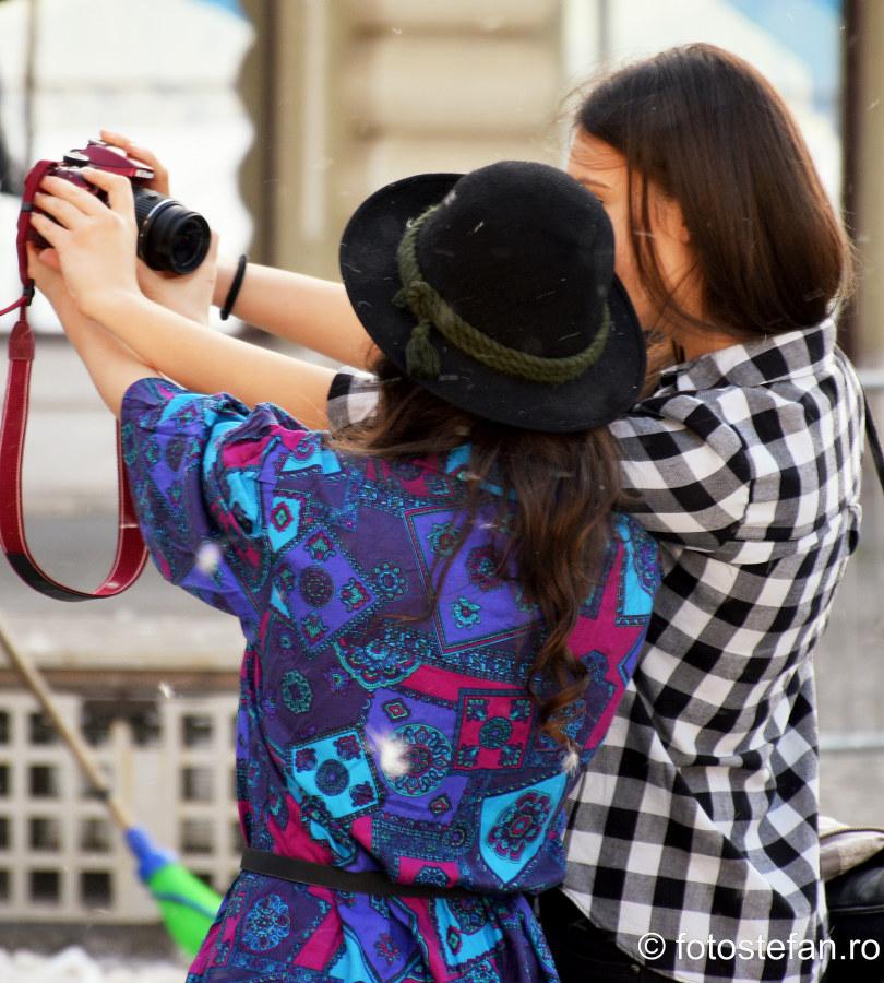 aparate foto calatorii selfie dslr fete