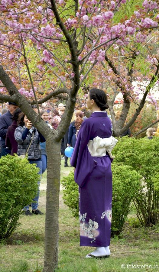 poza fata kimono gradina japoneza cires