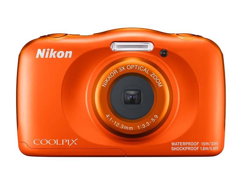 poza aparat foto orange nikon w150 subacvatic rezistent