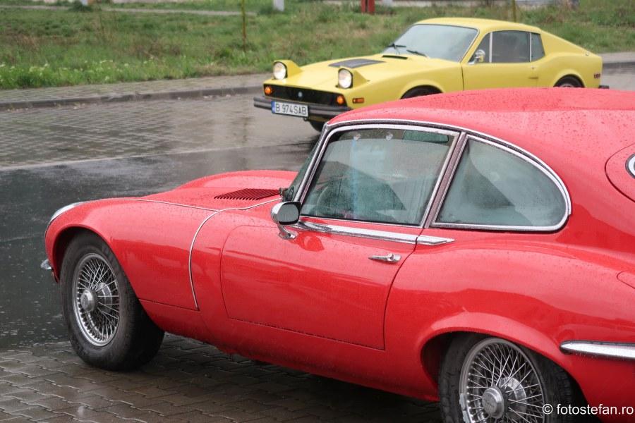 poze masini clasice Retromobil Club România ploaie