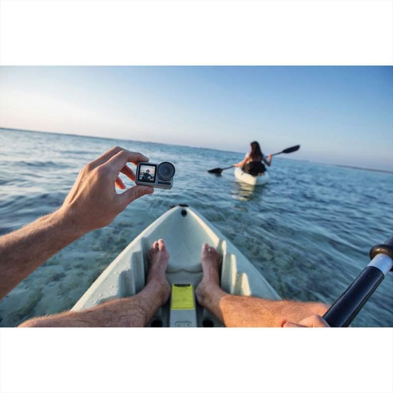 foto aparat actiune caiac lac apa