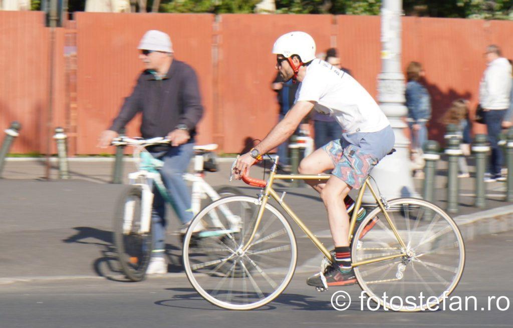 poza biciclist bucuresti obiectiv zoom sony