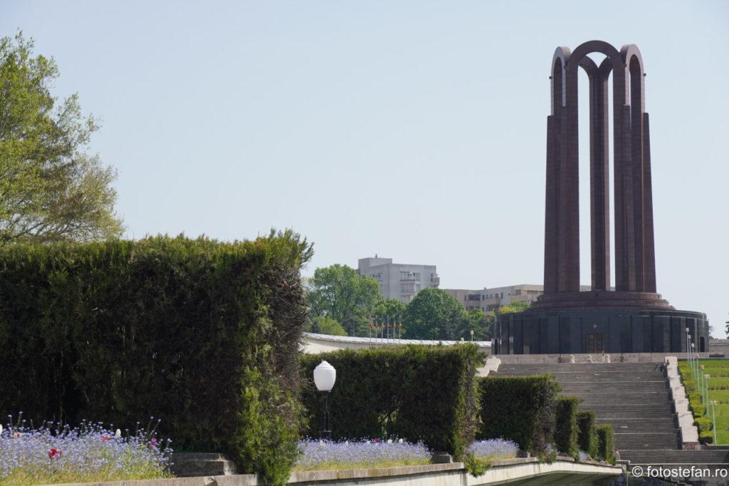 poza monument parcul carol bucuresti