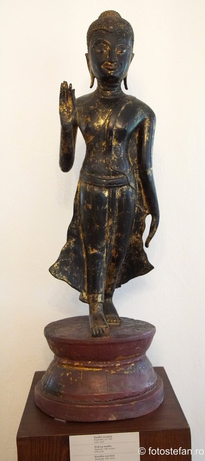 statuie buddha mergand casa melik bucuresti