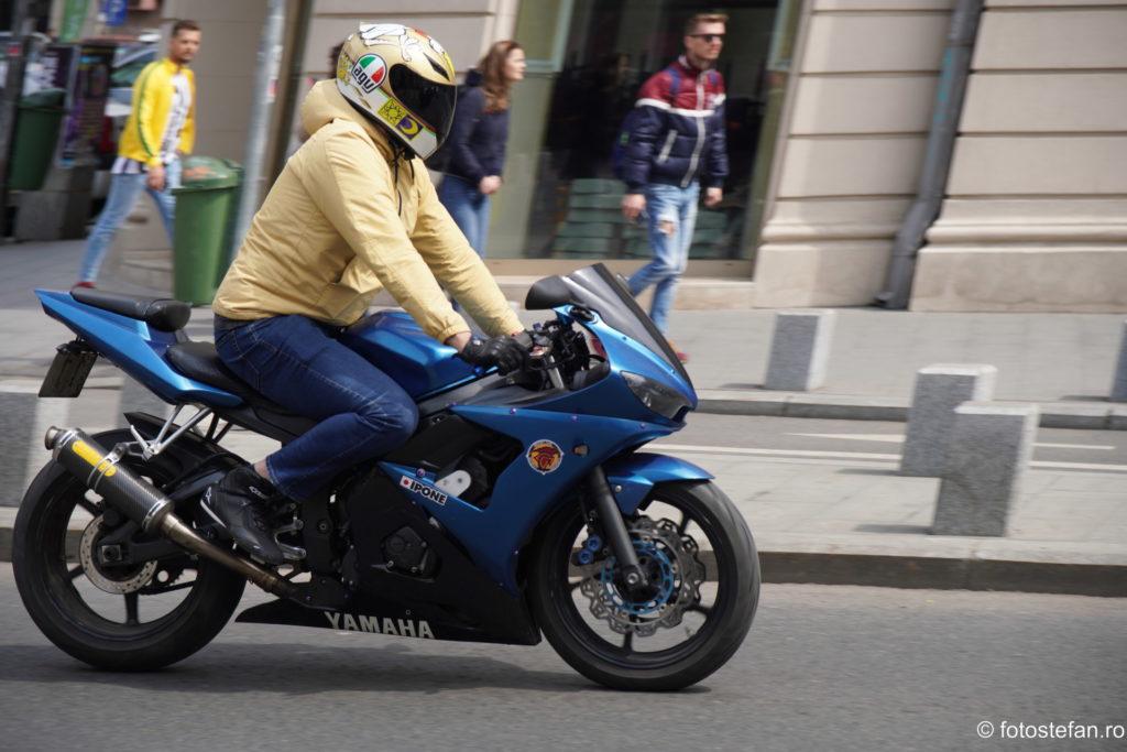 poza mototciclist bucuresti calea victoriei