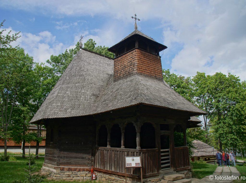 poza hdr biserica lemn muzeul satului bucuresti