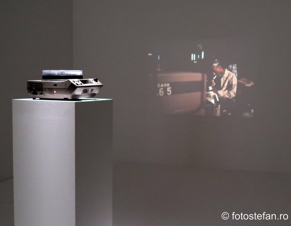 poza proiector diapozitive expozitie fotografii
