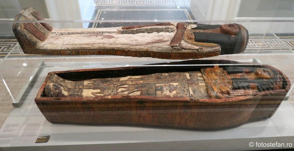 poza sarcofag eghiptean muzeu arta brooklyn new york sua