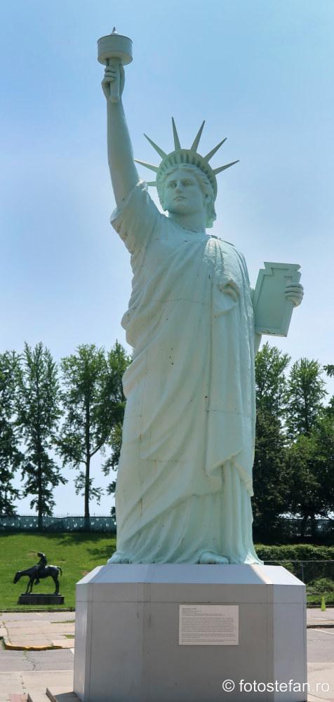 poza replica statuia libertatii muzeu brooklyn america