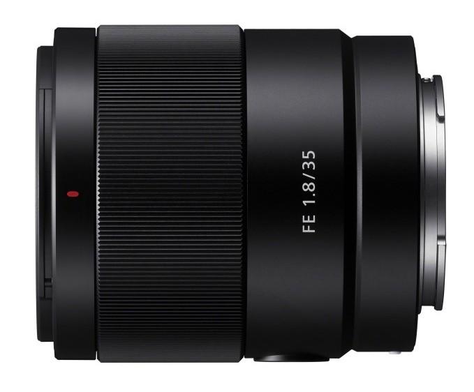 poza obiectiv aparat foto mirrorless Sony FE 35mm F1.8