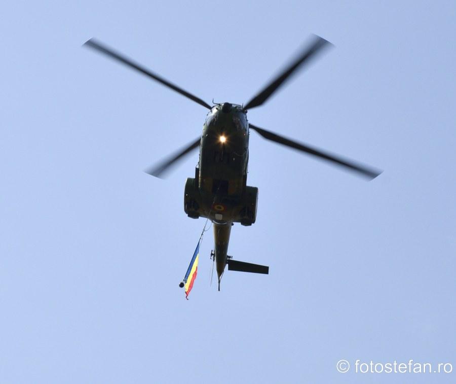 ziua aviatiei romane bucuresti poze elicopter tricolor steag