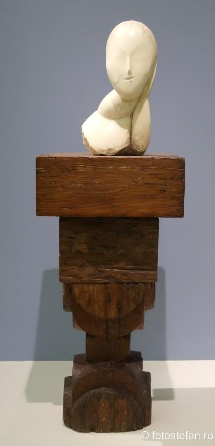 poza sculptura muza constantin brancusi muzeul guggenheim new york