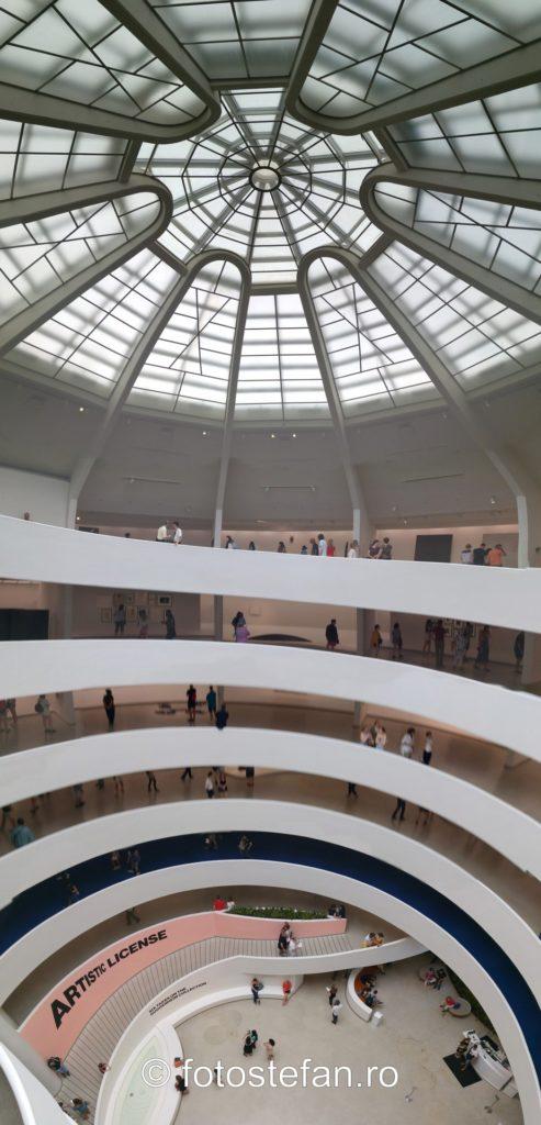 poza panoramica interior Muzeul Guggenheim din New York vizta america