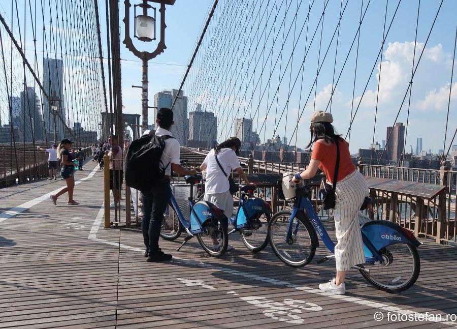 poze biciclisti podul Brooklyn new york fotografii america