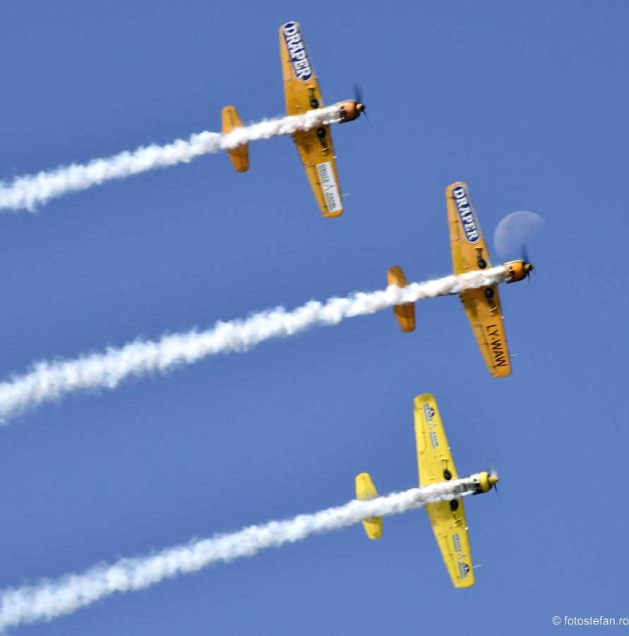 fotografii iacarii acrobati spectacol aerian bucuresti
