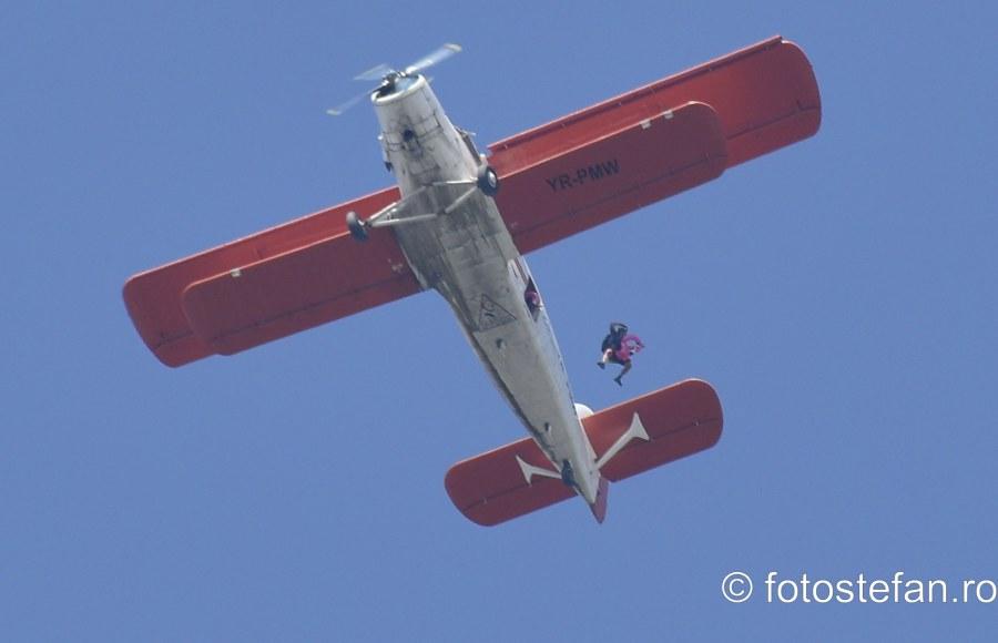 poze parasutisti avion an2 bucuresti