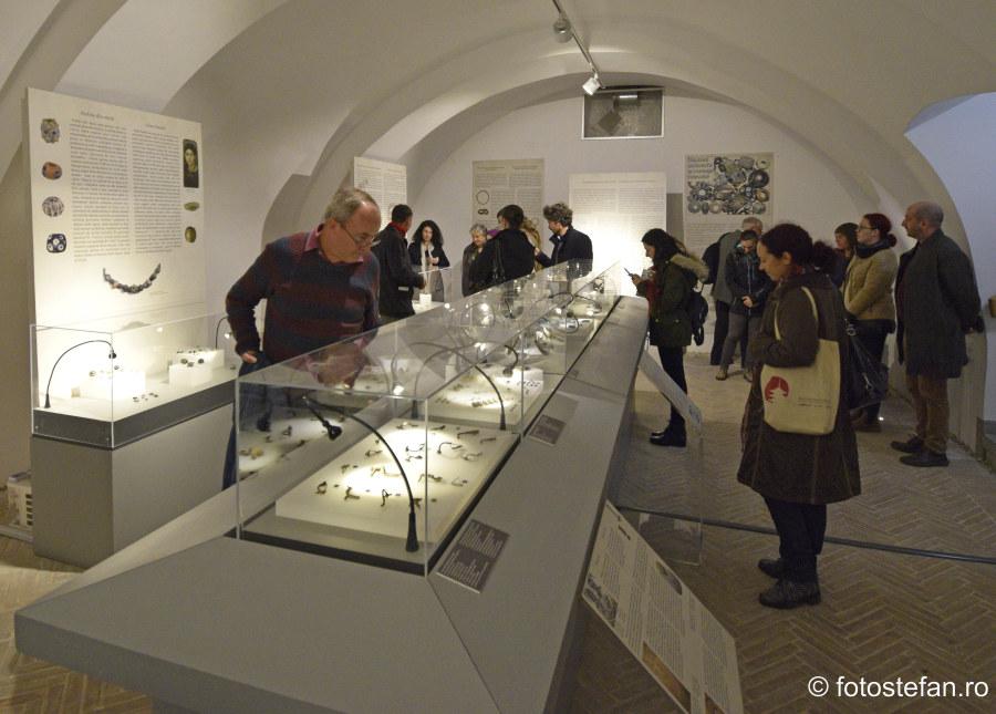 fotografii vernisaj Expozitie de Bijuterii Stavechi - Casa Filipescu-Cesianu din Bucuresti