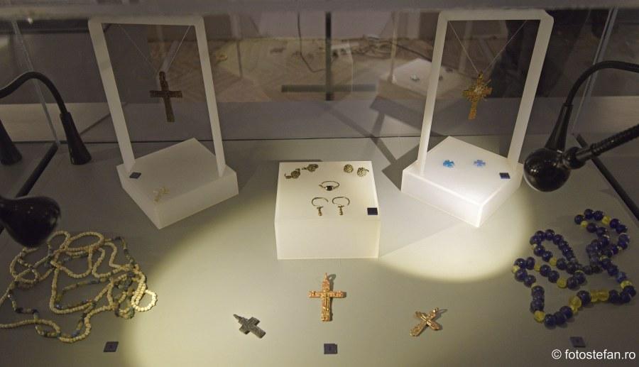 fotografii Expozitie de Bijuterii Stravechi muzeu bucuresti
