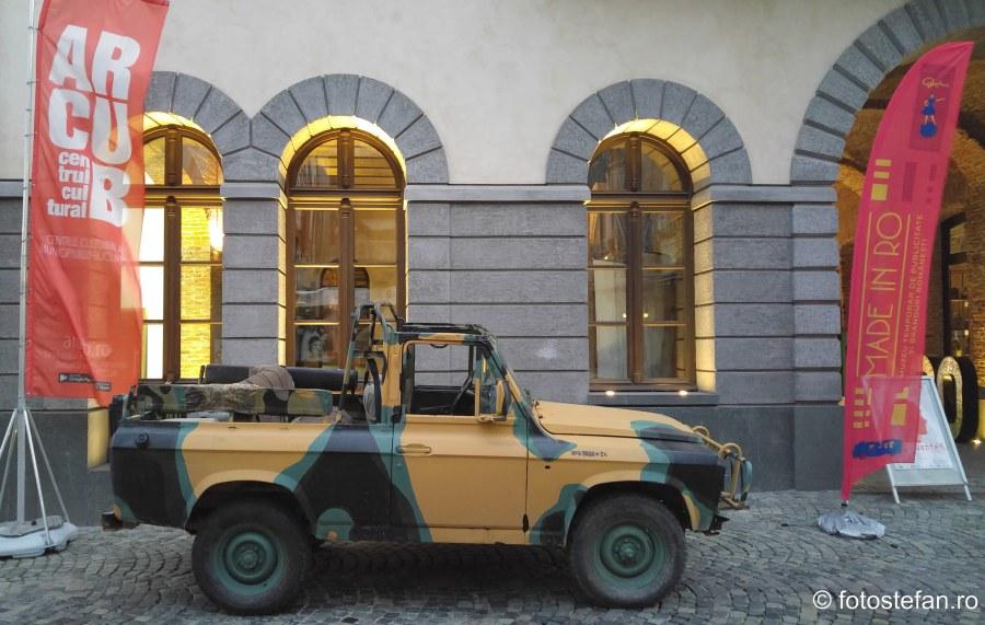 poza masina aro modificat arcub bucuresti centrul vechi