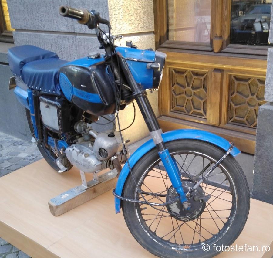 poza mobra fotografie motocicleta romaneasca
