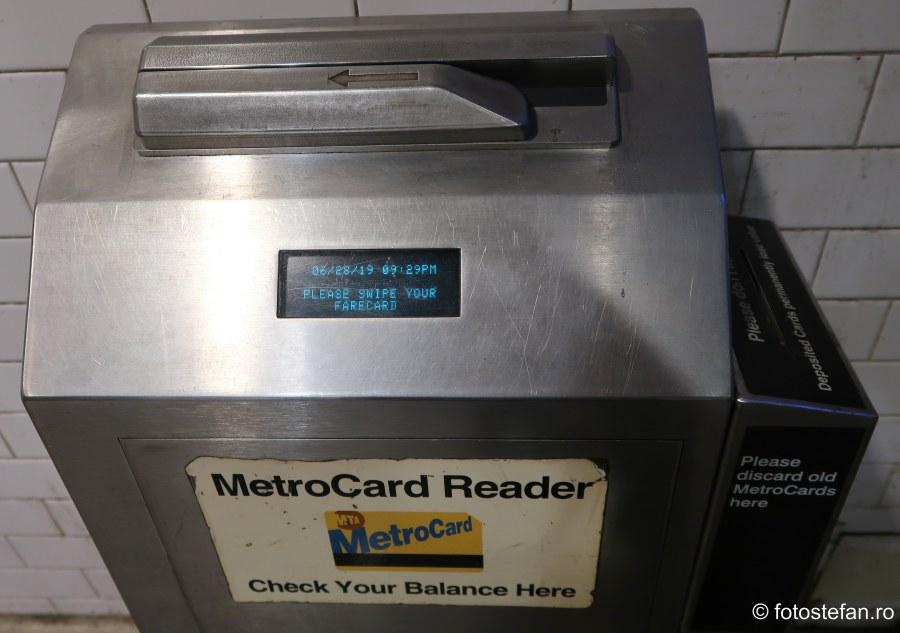 poza aparat verificare cartele metroul din new york america