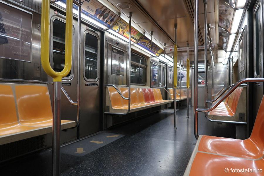 fotografii interior vagon tren metrou new york america