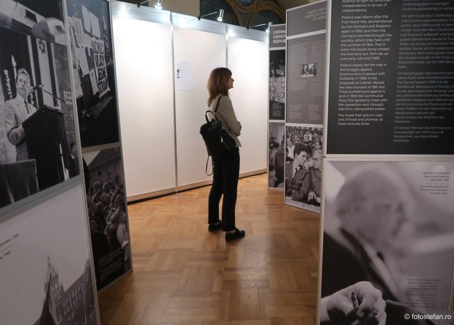 """Expozitia """"1989: Anul in care Europa a redevenit ea insasi"""" foto-jurnalistul american Edward Serotta Muzeul Municipiului Bucuresti"""