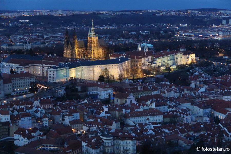 Praga vazuta de sus seara castel catedrala sfantul vitus idei de calatorie