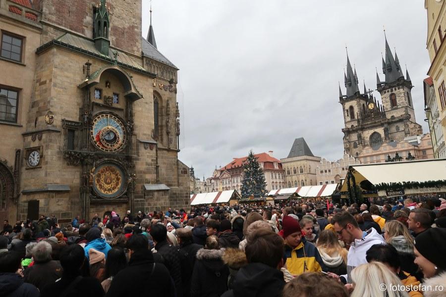 poze turisti praga ceasul astronomic piata orasului vechi
