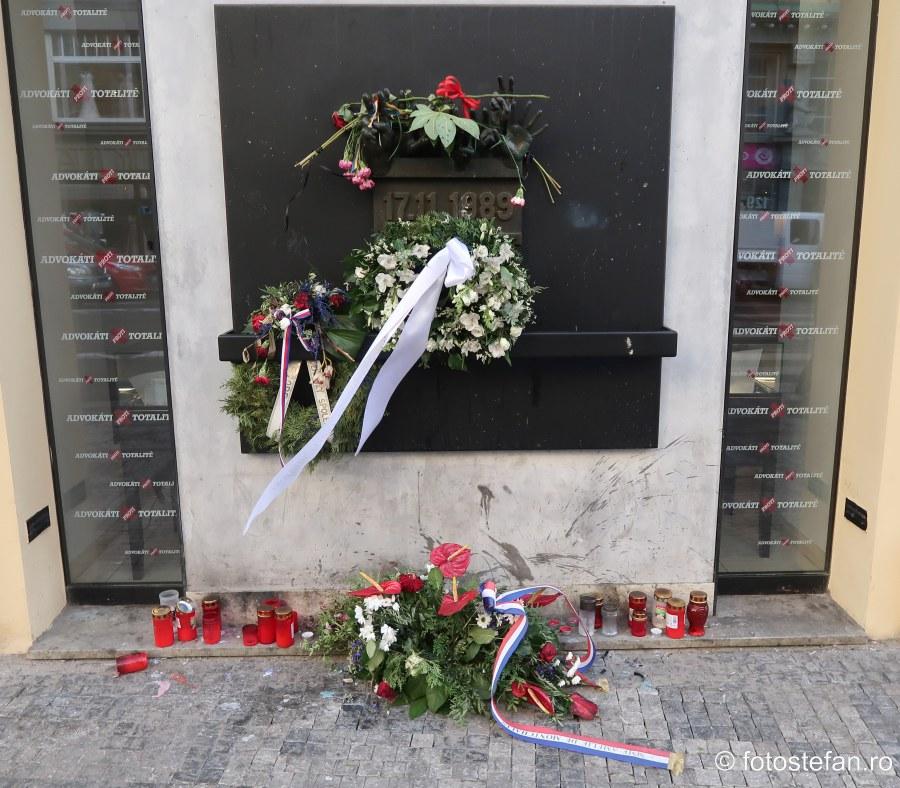 poza monument anti comunism praga cehia