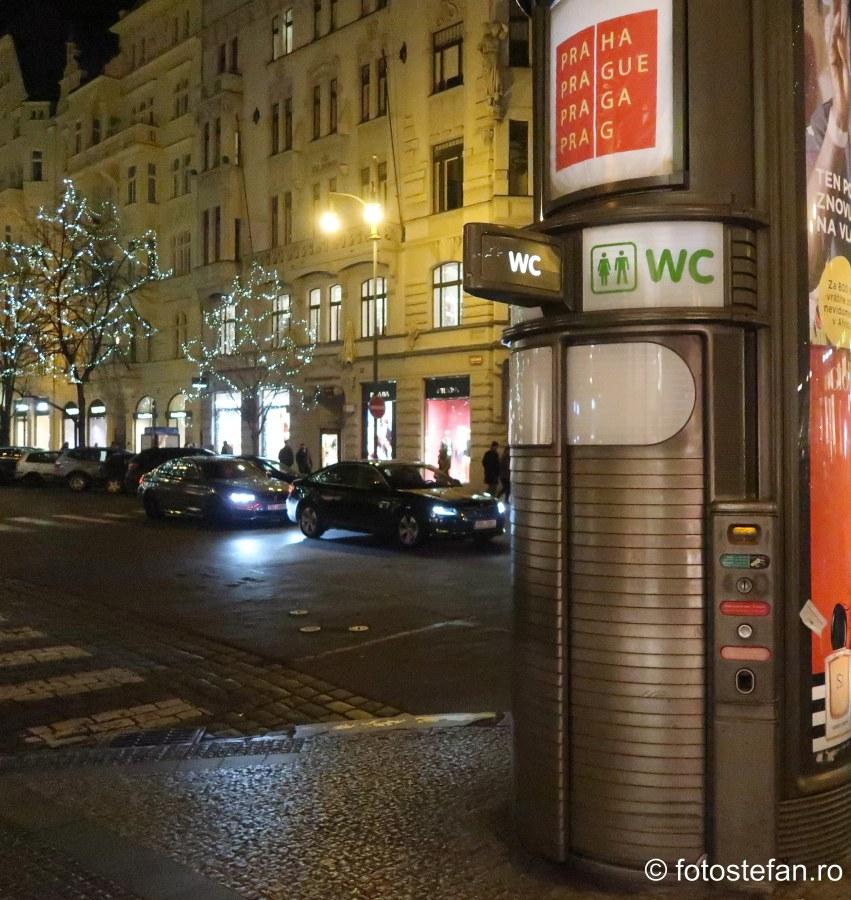 toaleta publica contracost praga cehia europa