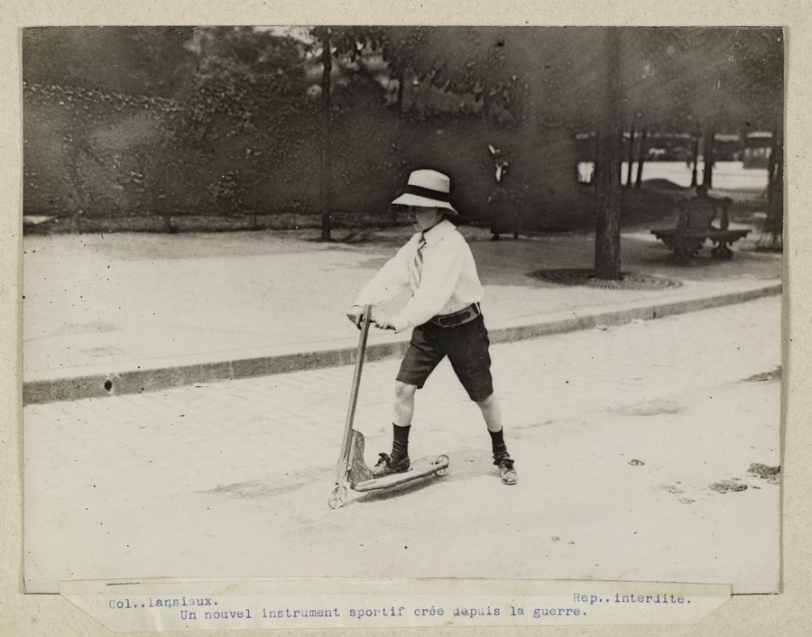 fotografii istorice gratuite paris musees copil trotineta