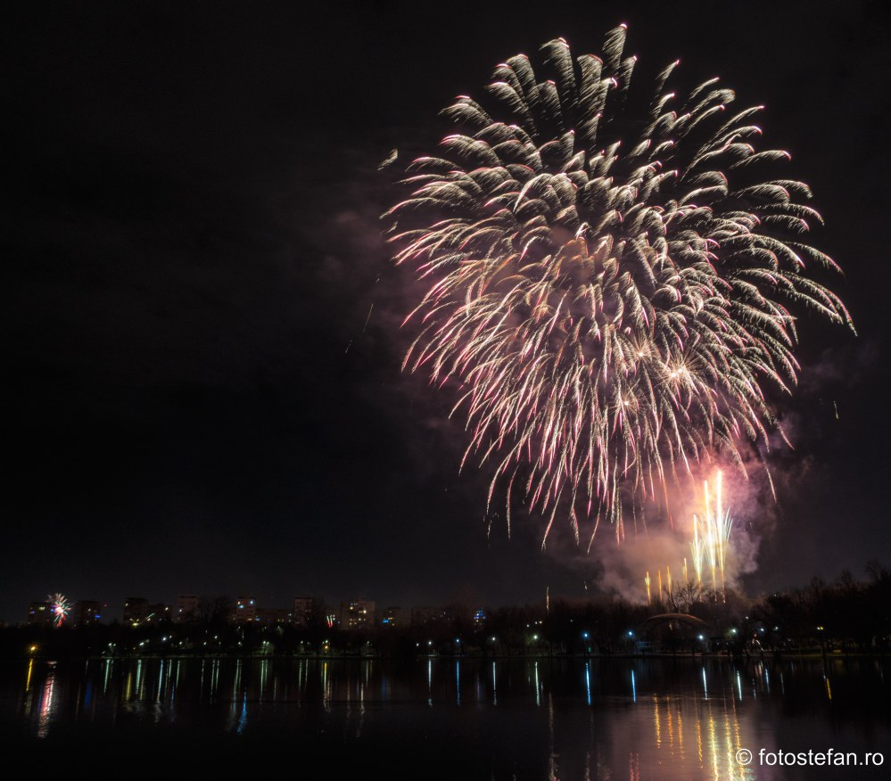 fotografii Artificii de Revelion 2020 parcul ior bucuresti romania