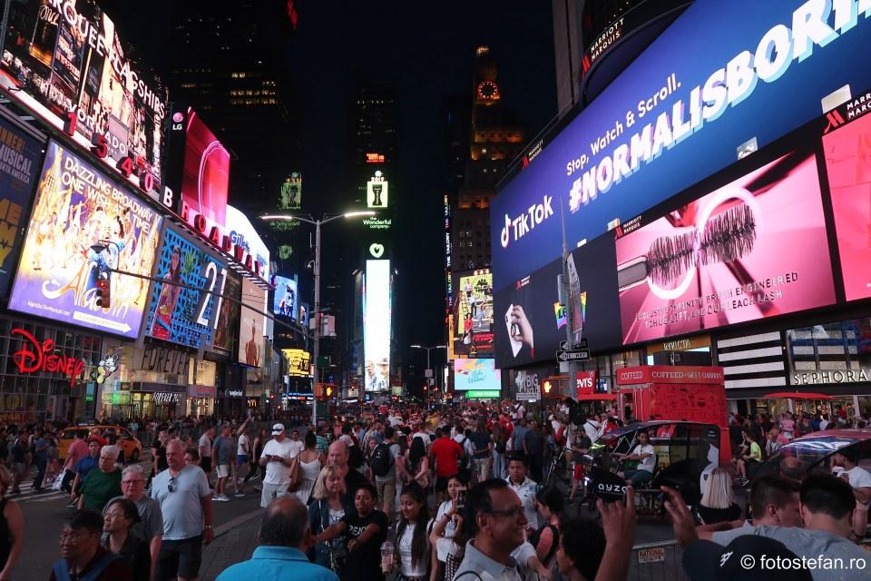 poza turisti times square new york america