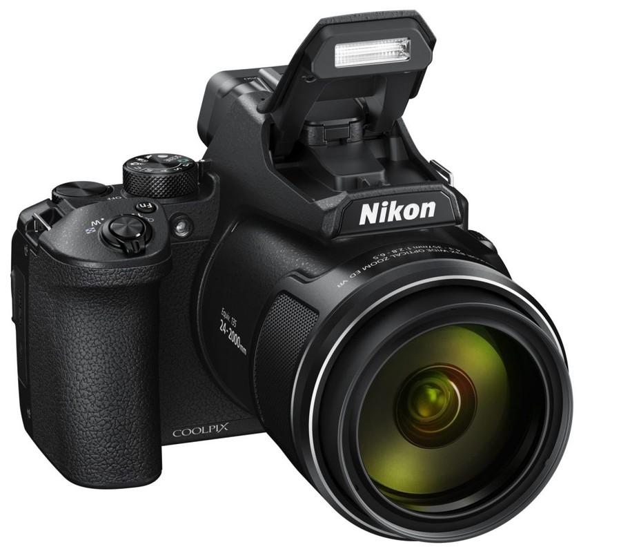 blit aparat foto bridge Nikon P950