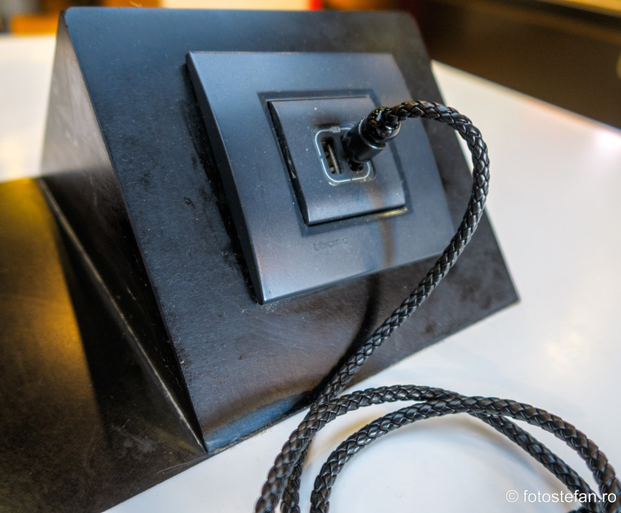 fotografie port USB spatiu public