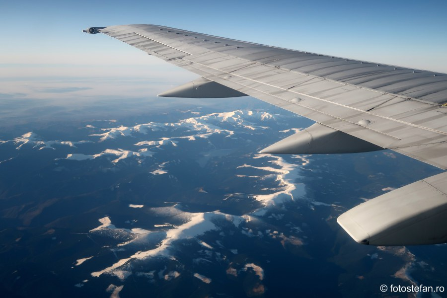 poza aripa avion muntii carpati iarna zapada