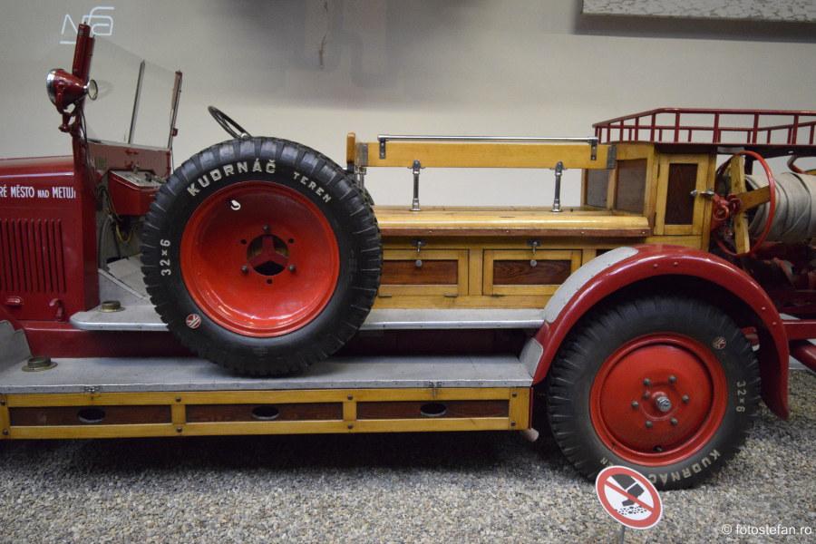 detaliu masina pompieri exponat muzeul tehnicii praga cehia