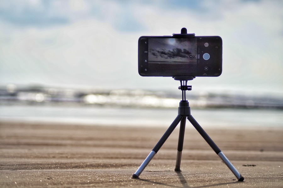 poza accesorii vlogging smartphone plaja mare